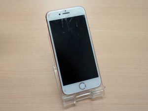 iPhone8の液晶交換修理で岐阜市内からご来店!アイフォン修理のクイック岐阜