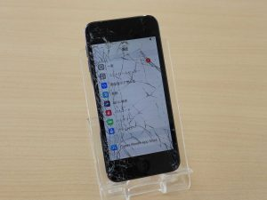 iPod Touch6のガラス割れ修理に富山市よりご来店!アイポッド修理のクイック岐阜
